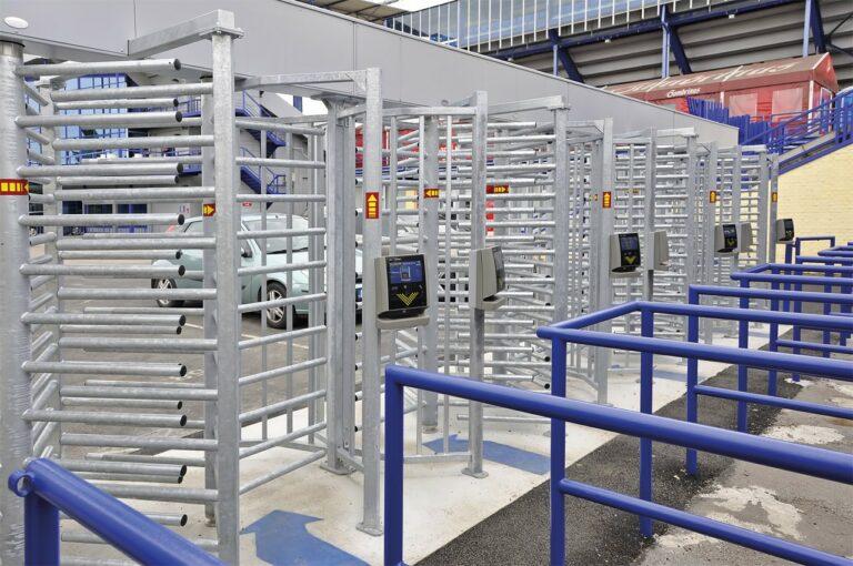 Visoka vrtljiva vrata ID Shop